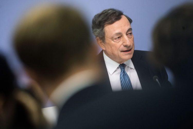 BCE mantém taxas de juro e compra 60 mil milhões de dívida por mês até dezembro