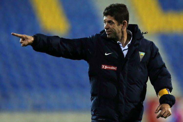 Treinador do Estoril-Praia pede