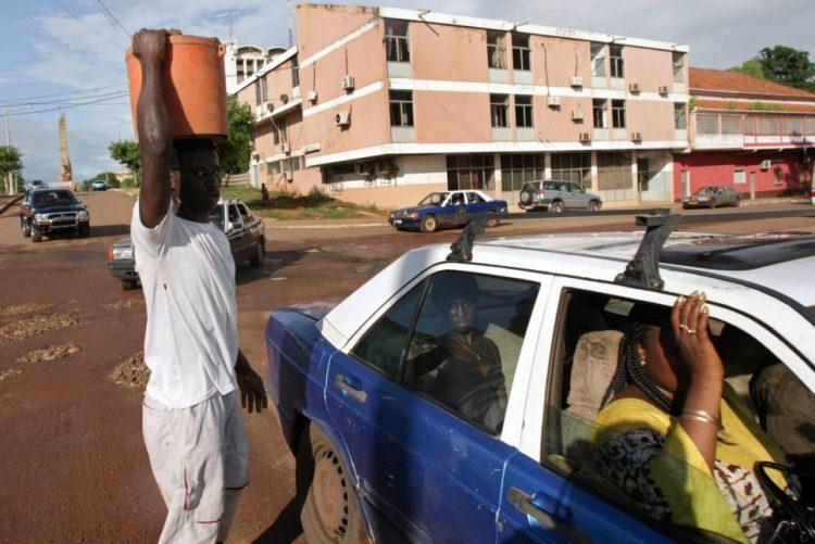 Falta de governo na Guiné-Bissau aumenta pobreza e corrupção -- Liga dos Direitos Humanos