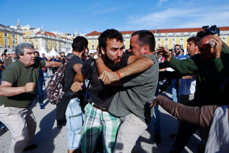 Manifestantes envolvem-se em desacatos em Lisboa