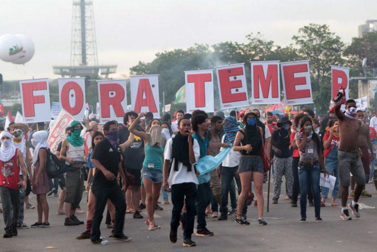 Movimentos sociais e oposição entregam pedido de destituição do presidente Temer