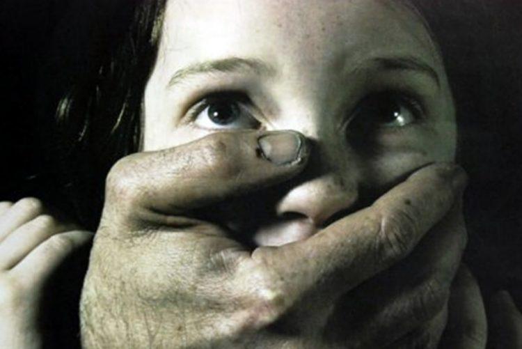 Menina de sete anos violada em casa de banho de restaurante