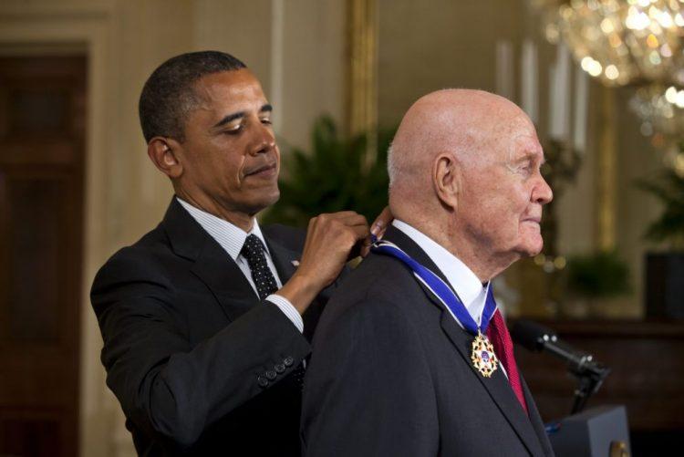 Morreu John Glenn, primeiro astronauta dos EUA a dar a volta ao planeta Terra
