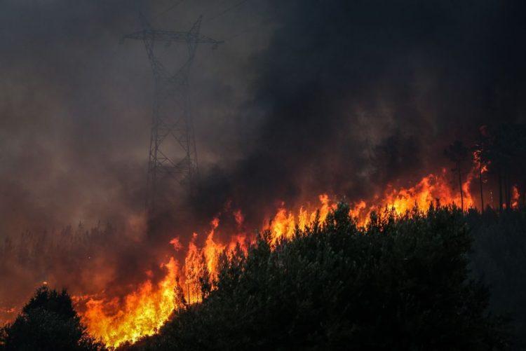ALERTA INCÊNDIOS | Mais de 250 pessoas retiradas de casa em Monchique