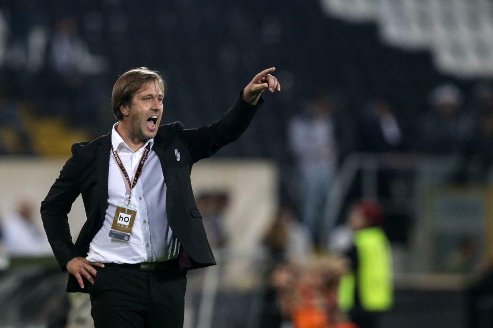 Treinador do Vitória de Guimarães dá vantagem ao Benfica pelo tempo de descanso