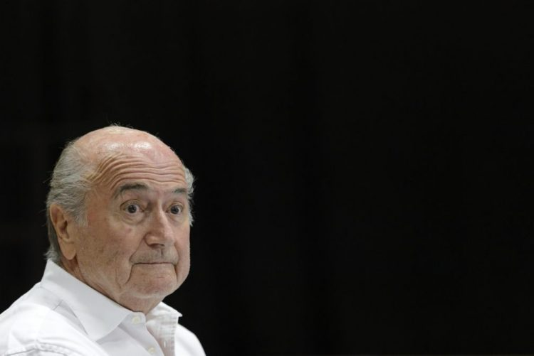Joseph Blatter diz-se desrespeitado pelo seu sucessor na FIFA