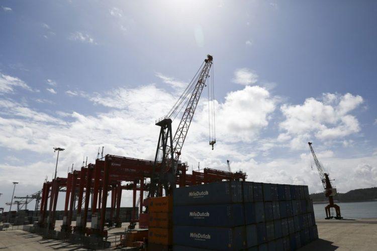 Exportações diminuíram 3,5% e importações recuaram 1,7% em outubro - INE