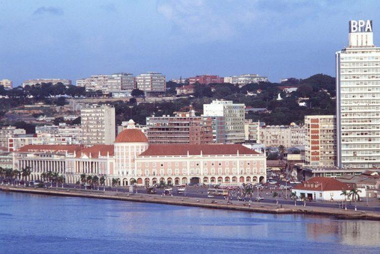 Angola sai da recessão mas pode cair na armadilha da dívida alta - Standard Bank