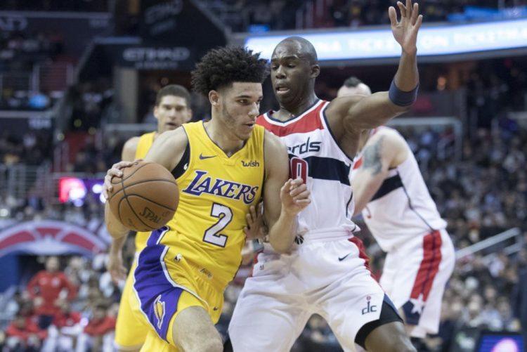 Lonzo Ball é o mais jovem de sempre a fazer 'triplo duplo' na NBA