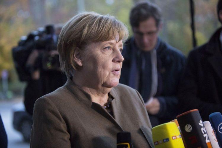 Merkel considera possível governo com Verdes e liberais