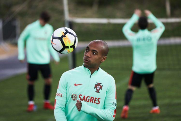 Portugal faz último treino e viaja para Leiria