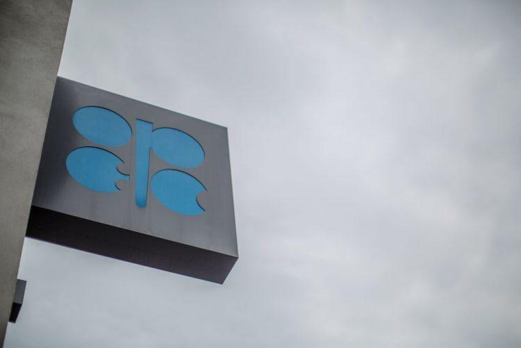OPEP revê em alta procura de petróleo para este ano e 2018 eb8f752cac150