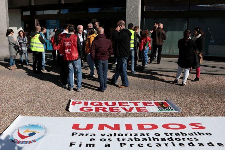 Greve de trabalhadores da Manpower ao serviço da PT com adesão superior a 80%