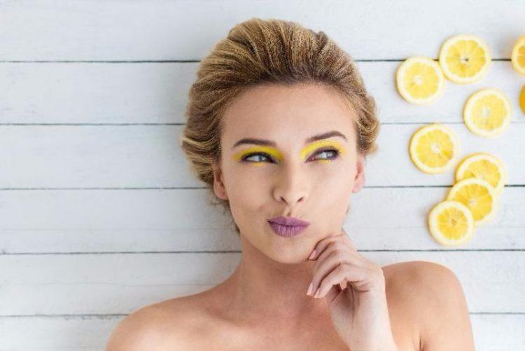 9 razões para beber água quente com limão todas as manhãs