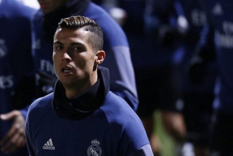 Ronaldo abandona Lamborghini na estrada e chama ambulância