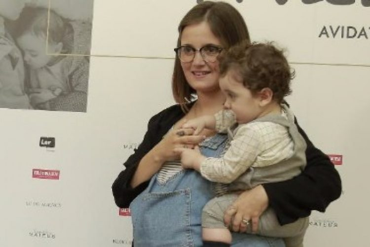 Carolina Deslandes joga às escondidas com o filho num momento que não pode perder (vídeo)