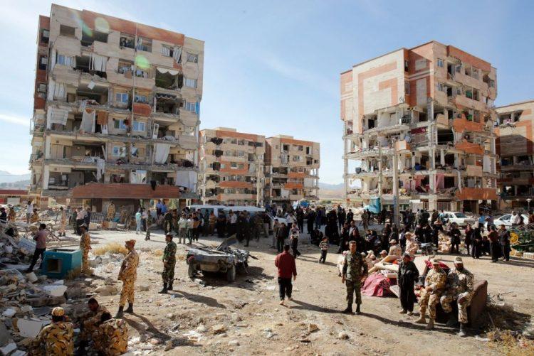 Balanço de mortos do sismo no Irão sobre para 445