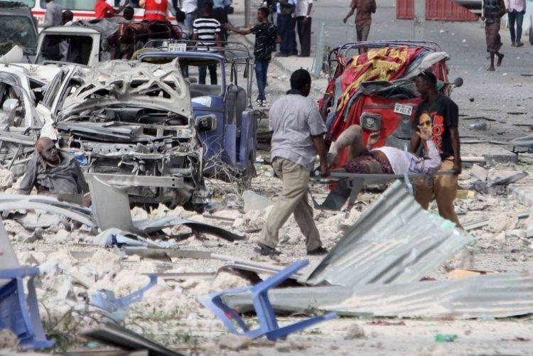 Dupla explosão perto de hotel na capital da Somália fere vários jornalistas - AFP