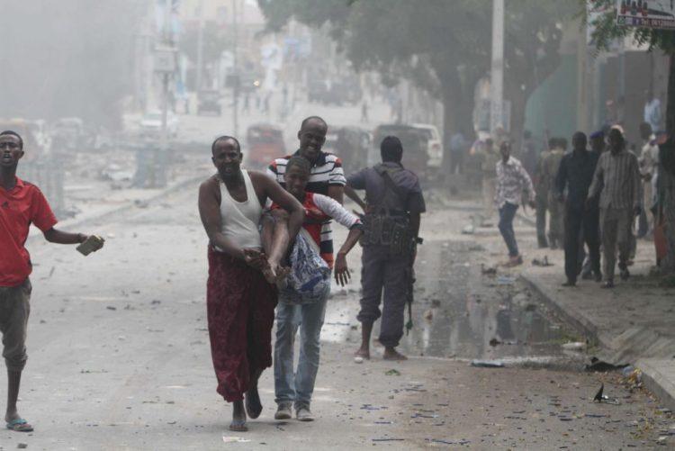 Pelo menos sete mortos em ataque a hotel na capital da Somália -- polícia