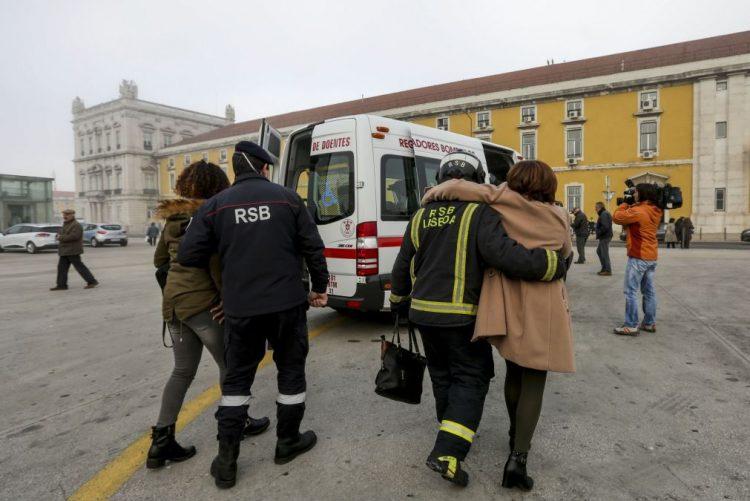 Acidente com 'ferry' de passageiros provoca 33 feridos ligeiros