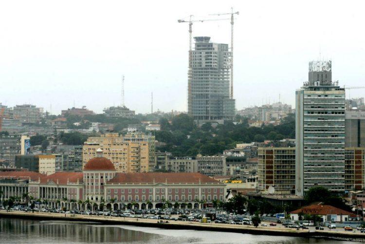 Angola deve crescer 1,3% em 2017 após estagnação, mas com contenção salarial - FMI