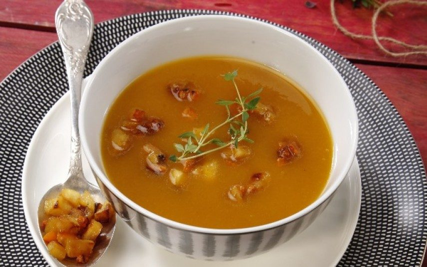 Sopa deliciosa! Creme de abóbora com maçã caramelizada