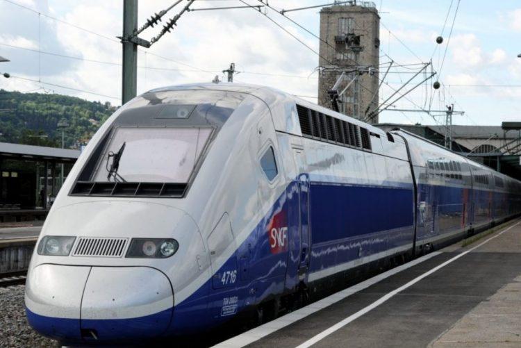 Sai para fumar e TGV parte com bebé lá dentro