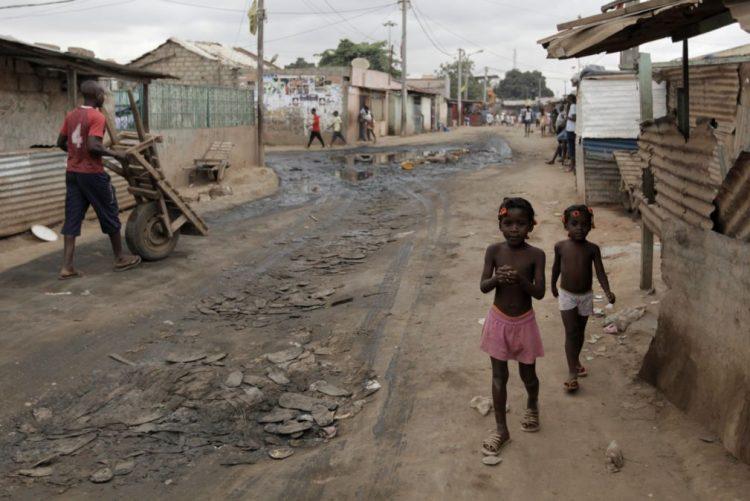 Presidente angolano preocupado com o realojamento de famílias do Sambizanga