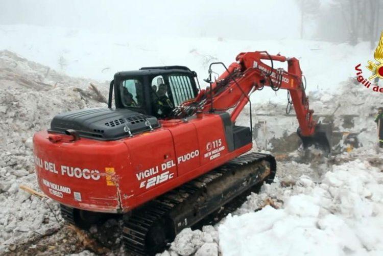 Autoridades italianas terminam buscas no hotel atingido por avalanche