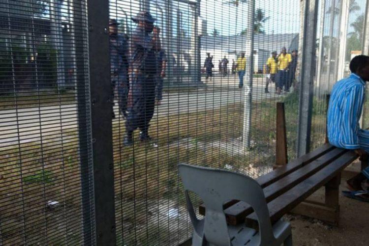 Polícia da Papua Nova Guiné intervém em acampamento de refugiados de Manus