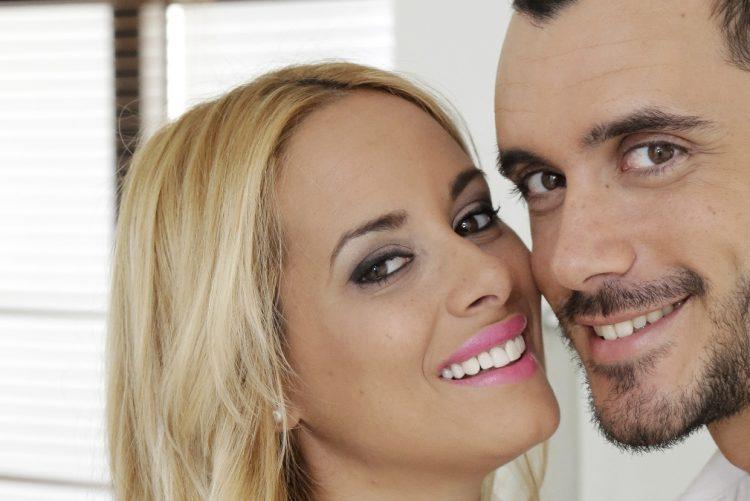 Helena Isabel e Diogo Luís fotografados em quarto de hotel