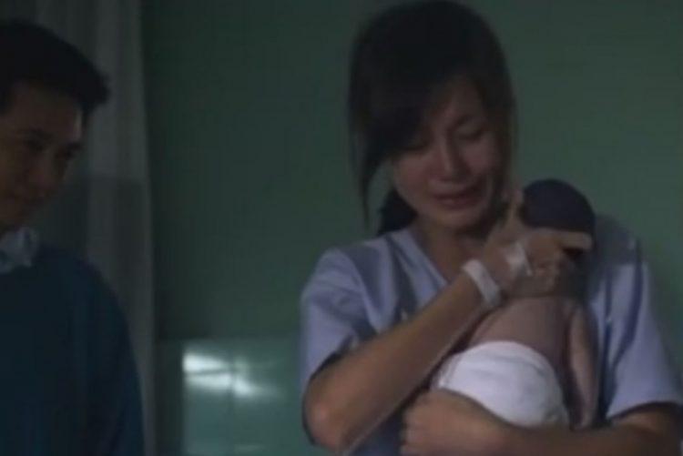 Vídeo de mãe a abraçar recém-nascido sem vida está a agitar o mundo