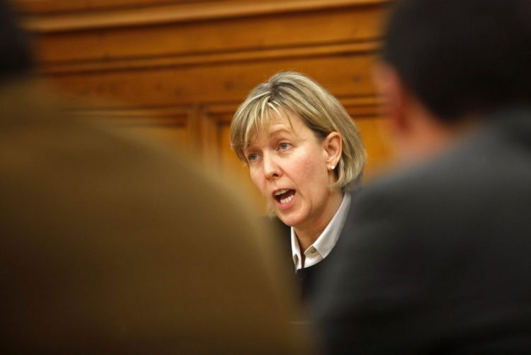 Maria Luís Albuquerque diz que PCP lançou