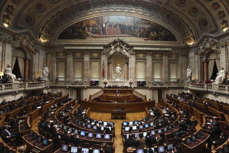PS abre debate quinzenal, após polémica com TSU e aprovação da redução do PEC