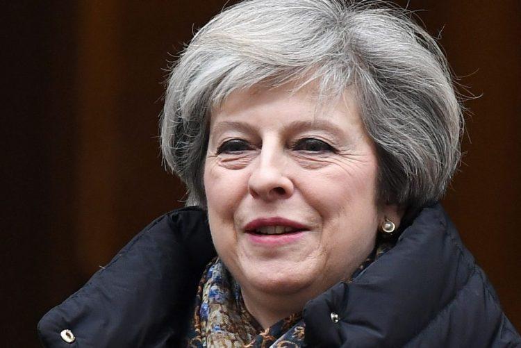 Trump recebe PM britânica para primeiro encontro com um dirigente estrangeiro