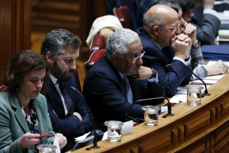 António Costa acusa PSD de ter demonstrado irrelevância e de nada contar para o país