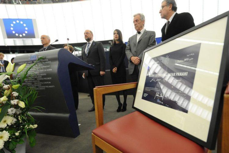 Parlamento Europeu entrega na terça-feira prémio Sakharov a defensoras dos yazidi