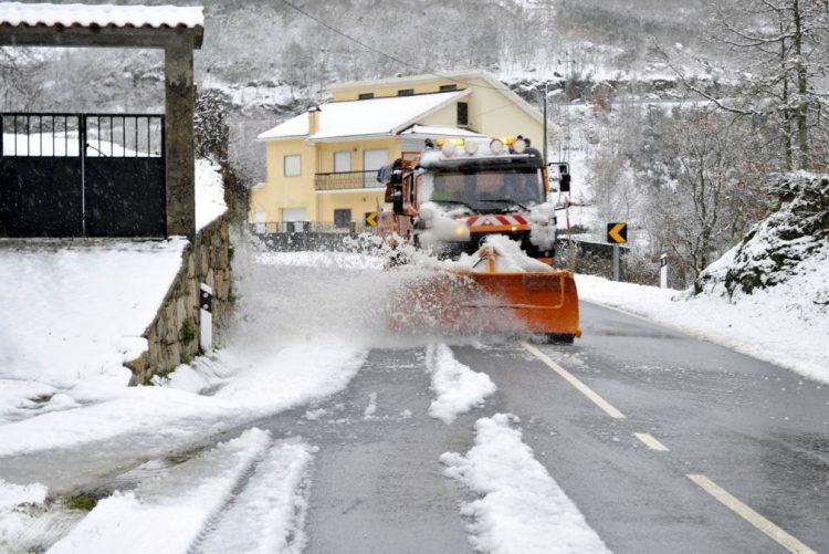 Estradas cortadas pela neve no distrito de Viseu reabriram às 12:30