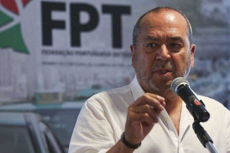 Federação do Táxi critica falta de meios para multas serem pagas na hora