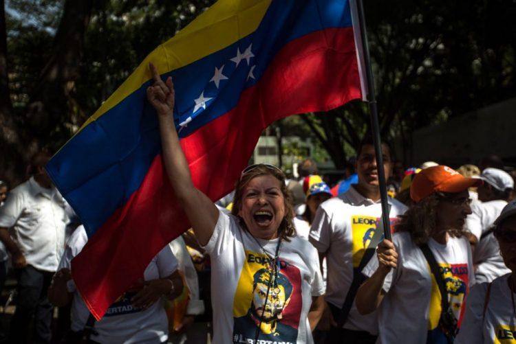 Governo da Venezuela vai deixar entrar medicamentos e alimentos no país - oposição