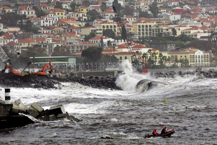 Madeira sob avisos meteorológicos amarelo e laranja até às 21:00 de terça-feira