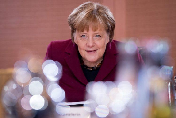 Merkel reafirma apoio ao problemático acordo de refugiados com a Turquia