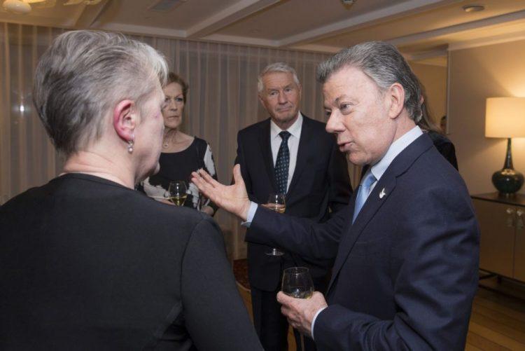 Presidente da Colômbia diz que ainda virão tempos difíceis antes da paz