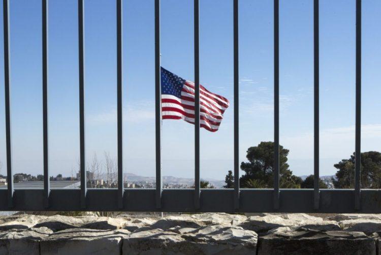 Mais de 100 detidos nas fronteiras devido a decreto anti-imigração - Casa Branca