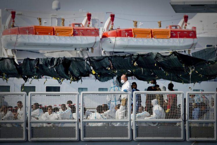 Mais de 1.360 migrantes resgatados em três dias ao largo da Líbia