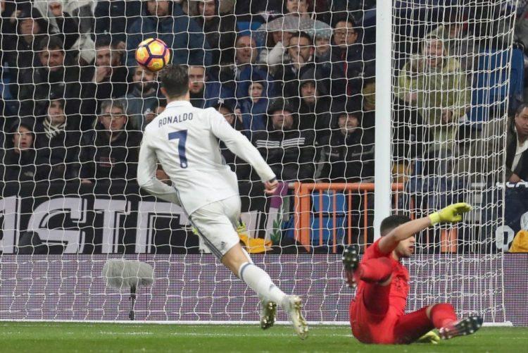 Cristiano Ronaldo marca na vitória do Real Madrid, que dilata vantagem na frente