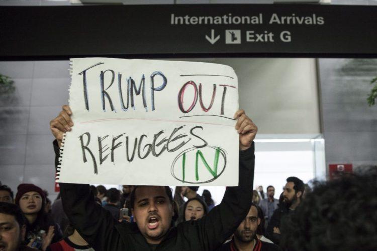 Dezasseis procuradores-gerais dos Estados Unidos condenam decreto anti-imigração de Trump