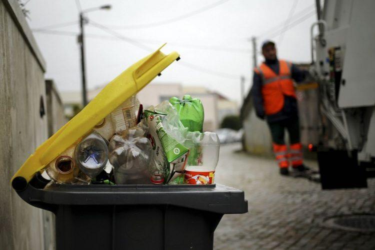Portugueses apresentaram 4.000 reclamações sobre água e lixo em 2016