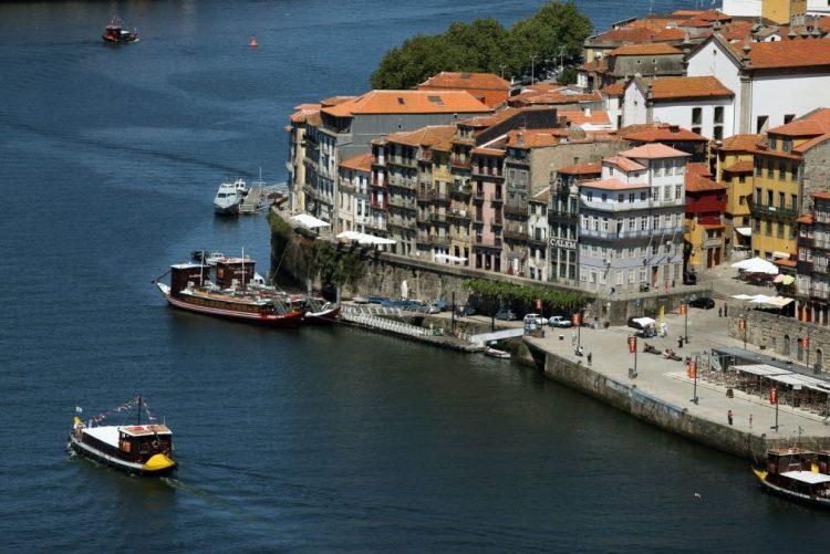 Última Hora: Carro despista-se e cai ao rio Douro. Desconhece-se o número de vítimas