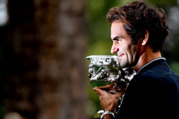 Roger Federer regressa ao 'top-10' e Serena Williams ao 'trono' feminino